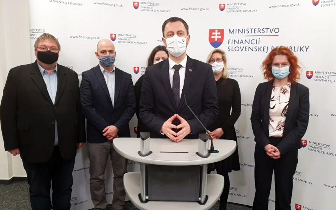 Občianske organizácie ainiciatívy diskutovali sministrom financií opláne obnovy aodolnosti Slovenska